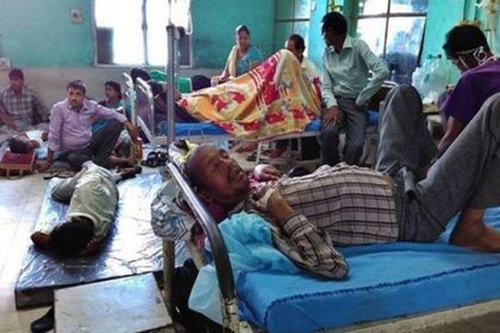 В Индии от отравления рисом в храме умерли 11 человек