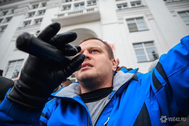 Потерявший семью на пожаре в «Зимней вишне» кемеровчанин уехал из России