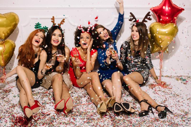 Новый год 2019: в чём встречать, что надеть, выбрать наряд по знаку зодиака