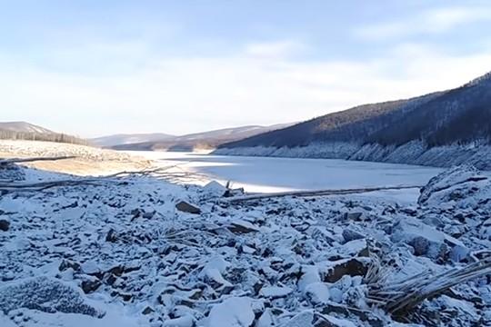 Метеорит упал в Хабаровском крае: последствия, фото метеорита, перекрыл русло реки Бурея