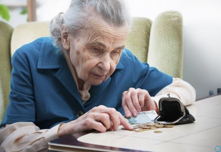 Как будут выплачивать пенсии на новогодние праздники 2019: кому выплатят в декабре 2018, кто получит в январе 2019