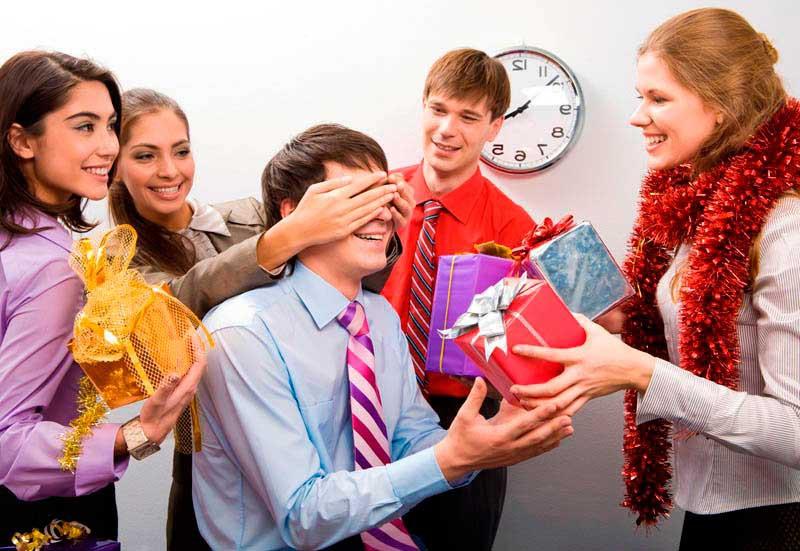 Короткие поздравления с Новым годом 2019 — красивые, коллегам