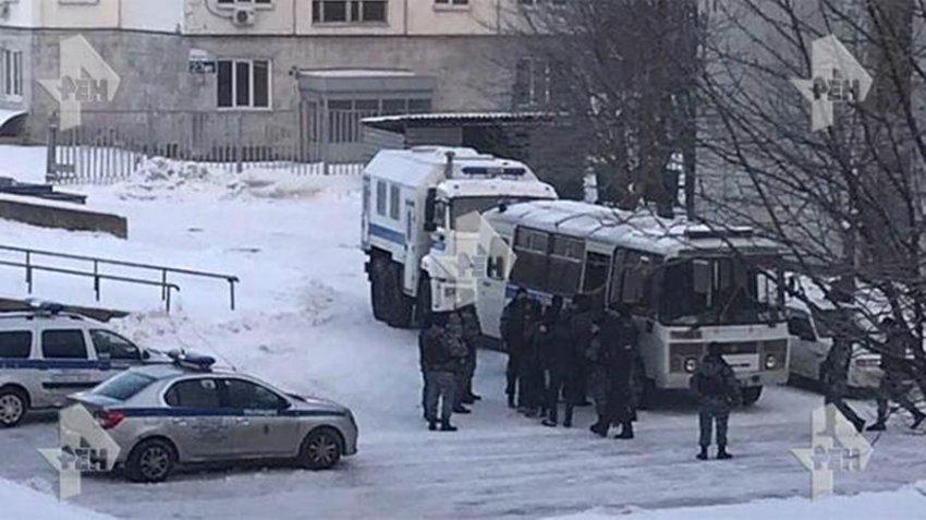 В общежитии московского вуза прошли массовые задержания: задержано 400 человек