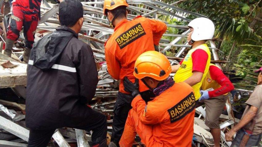 Цунами в Индонезии — подробности: более 222 погибших, видео