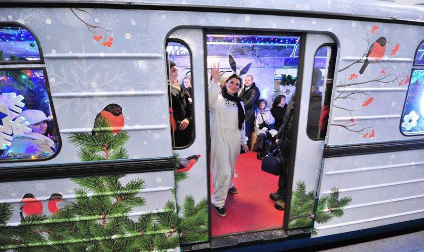 Транспорт в Москве: как работает метро в новогоднюю ночь 2019, автобусы с 31 декабря на 1 января интервал, какие маршруты