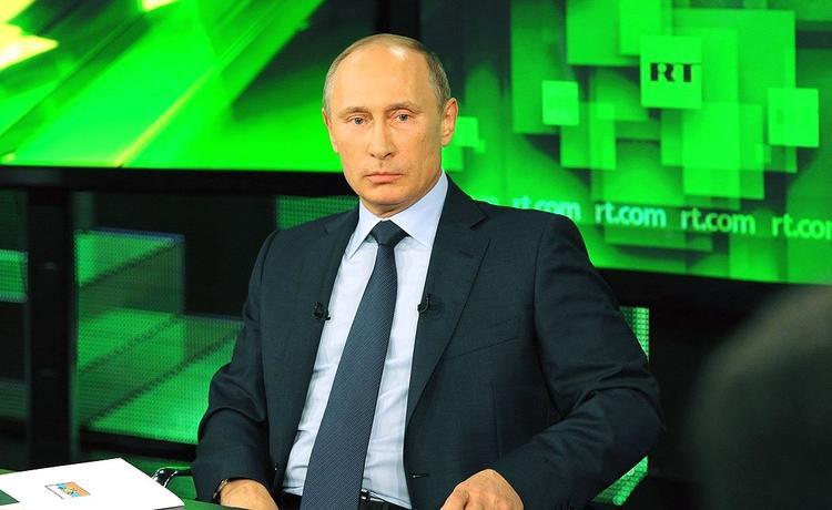«Слабый» пол - мощный резерв развития страны - считает Владимир Путин