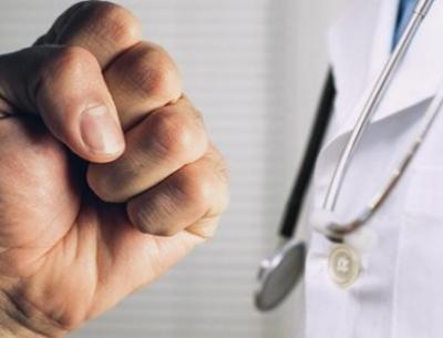 В Новосибирске муж пациентки больницы напал на травматолога