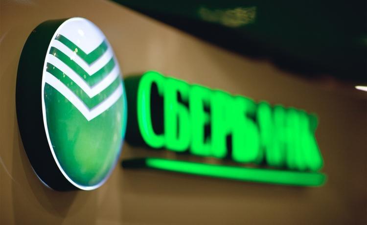 1 февраля Сбербанк запускает новый способ снятия наличных - теперь можно будет обойтись без банкоматов и кассы банка