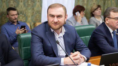 Арестованный сенатор Рауф Арашуков был близким другом Канделаки и недругом Кадырова