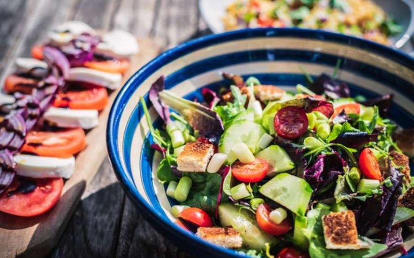 Салаты на Новый год 2019: рецепты с фото, простые и вкусные салаты