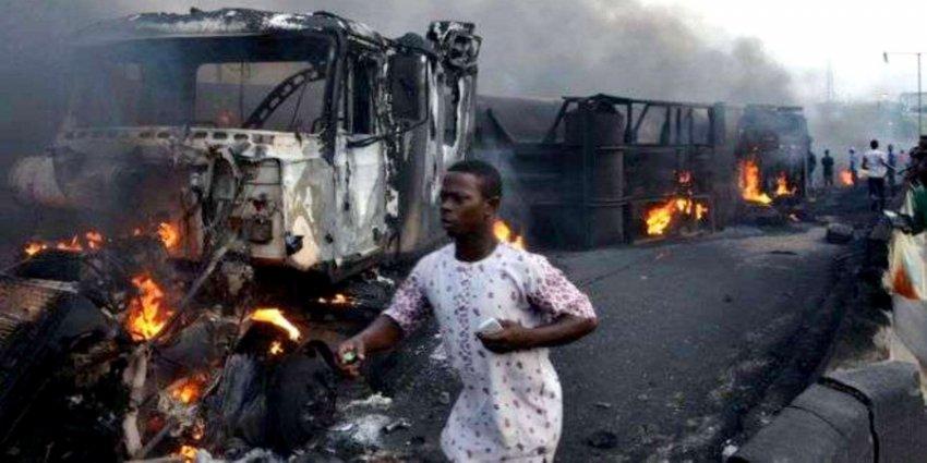 При взрыве нефтяной цистерны в Нигерии погибло 12 «собирателей» топлива