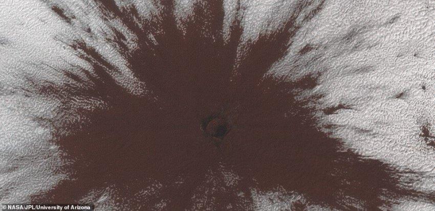 На Марсе обнаружили кратер в ледовом покрытии