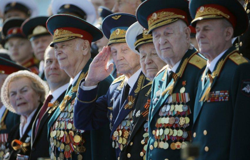 С 1 февраля в России повышают пособия ветеранам и инвалидам