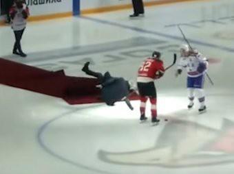 Падение Жозе Моуриньо на льду во время хоккейного матча сняли на видео