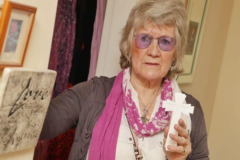 Злой и агрессивный призрак преследует пенсионерку