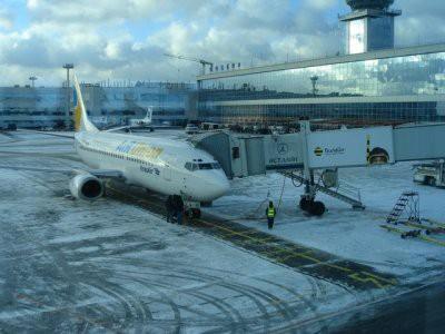 В Домодедово пассажирский самолет врезался в фонарный столб