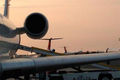 Самолет снесло ветром во время посадки в аэропорту Хитроу