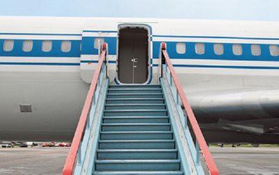 В аэропорту Барнаула шесть человек упали с трапа самолета