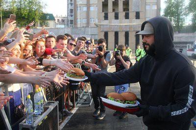 Тимати накормит Екатеринбург бесплатными бургерами от Black Star Burger