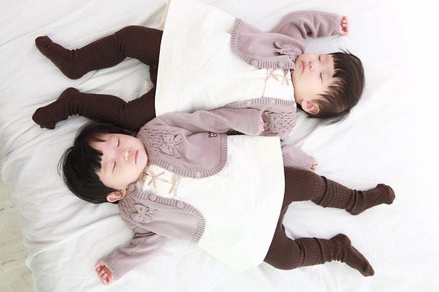 Китайские близнецы с измененным ДНК вероятно получили и супер-мозги