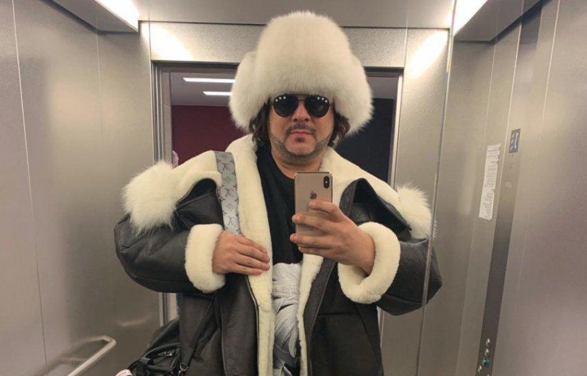 Киркоров представил новый зимний образ с тулупом и меховой шапкой