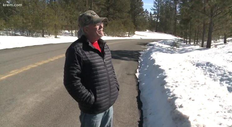 В лесу штата Вашингтон засняли огромные следы на снегу