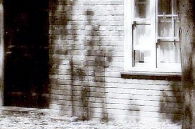 На фото 1920-х годов разглядели призрак солдата