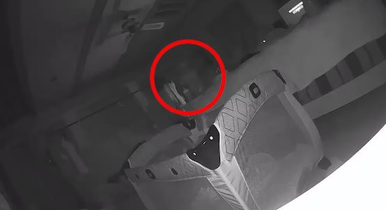 Заснятый на видео призрак расцарапал малыша