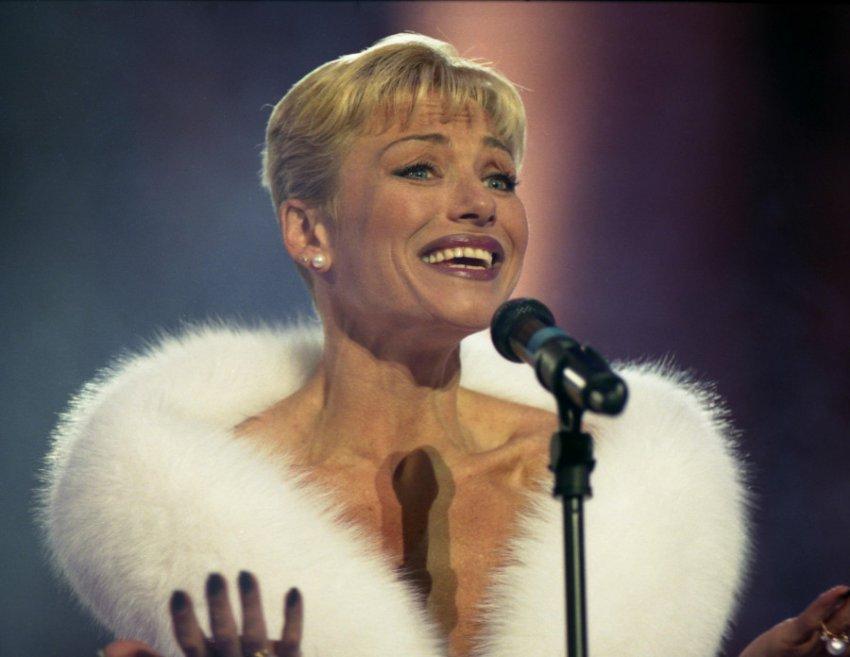 Певицу Ирину Понаровскую угрожали облить кислотой