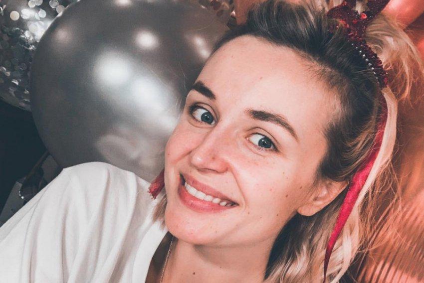 Полина Гагарина порадовала поклонников селфи без макияжа