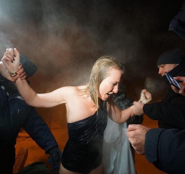 Ксения Собчак в Крещение окунулась впервые в ледяную купель