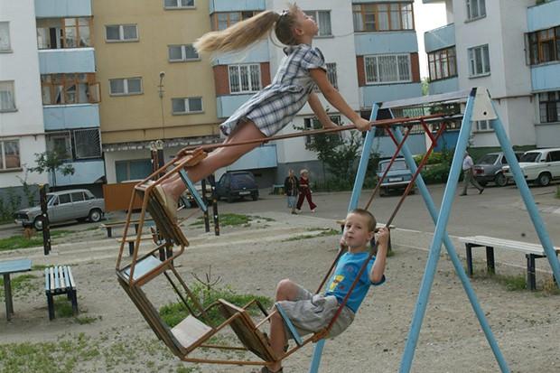Опасные качели: кто ответит за гибель детей на игровых площадках