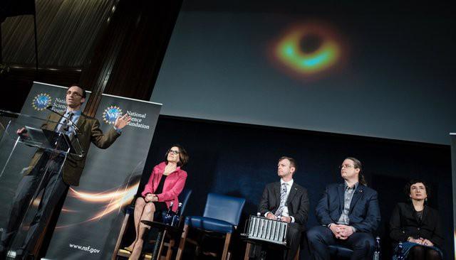 Первое фото черной дыры – подарок к международному празднику или очередной миф