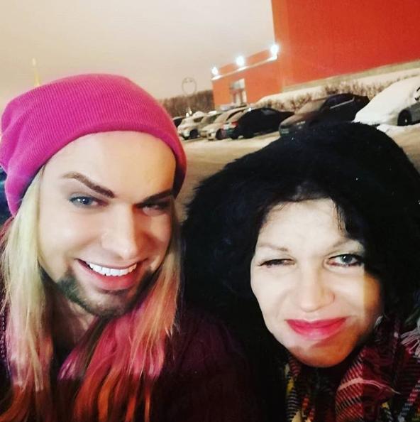 Народ смеется над неудачным фото Солнцева со старушкой-женой