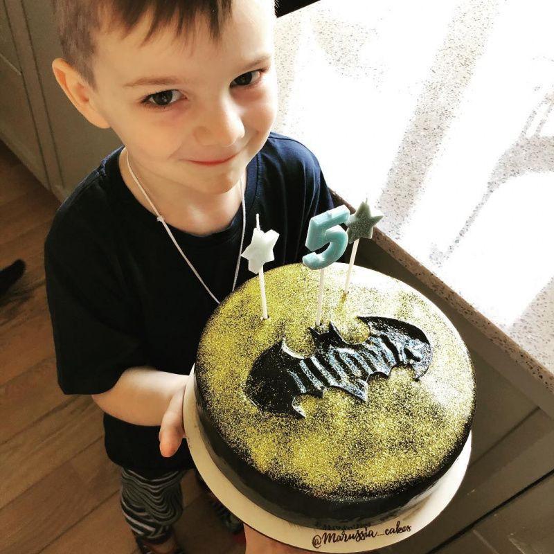 Екатерина Вилкова показала сына Петра, которому исполнилось 5 лет, назвав его «самый крутой мужик»