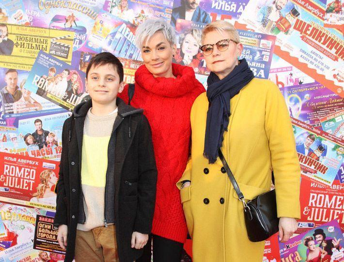 Супруга Стаса Костюшкина Юлия показала, как выглядит ее мама и средний сын певца Богдан
