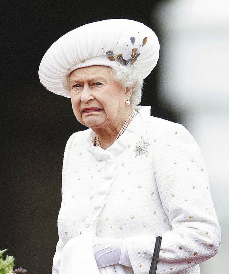 Противостояние Маркл королевским традициям переросло в конфликт Гарри и его бабушки Елизаветы II