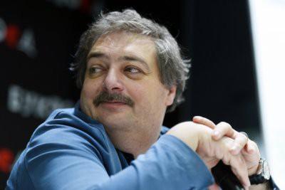 Писатель Дмитрий Быков впал в кому: состояние здоровья ухудшилось