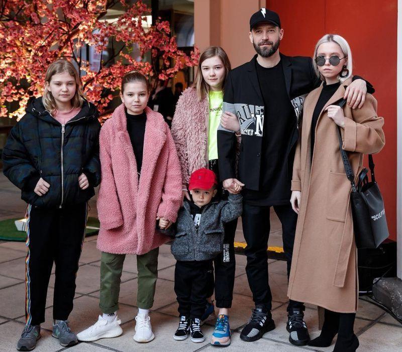 Владимир Кристовский из «Uma2rmaH» показал «главные достижения за 43 года» - 4 дочки и 1 сын