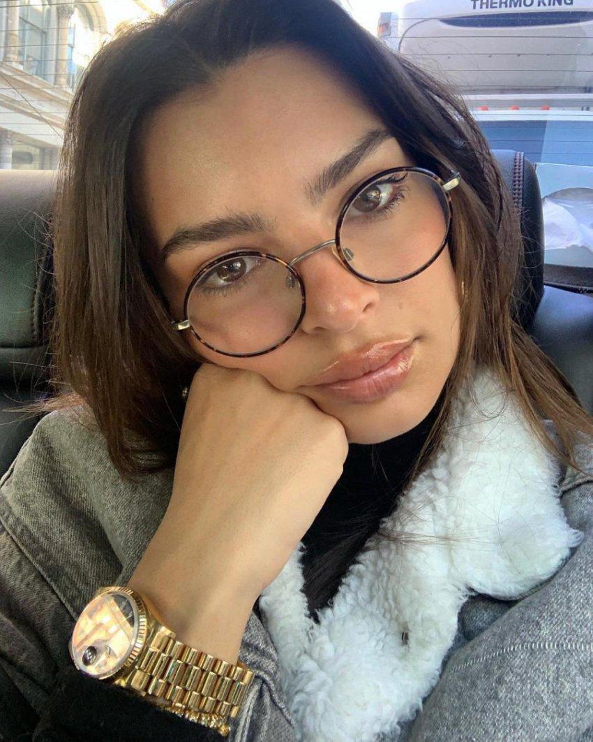 Эмили Ратаковски выложила в Instagram-сториз фото молодой Ким Кардашьян