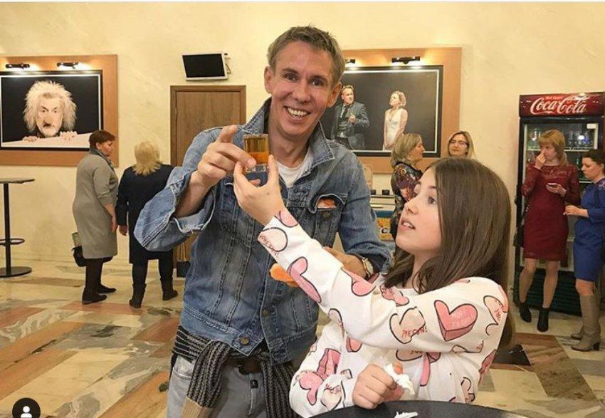 Панин разозлил народ снимком дочери с рюмкой коньяка