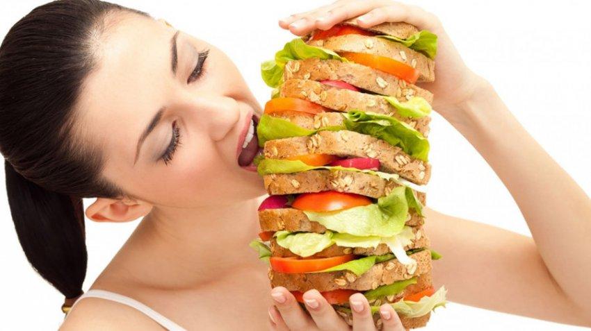 Психолог рассказала о связи между лишним весом и порчей