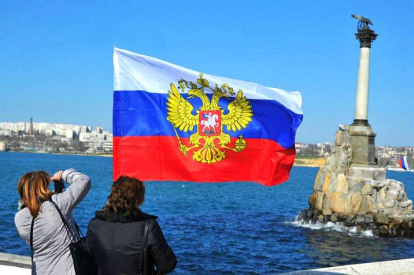 Чем громче Запад бряцает оружием, тем мир сильнее верит в Россию