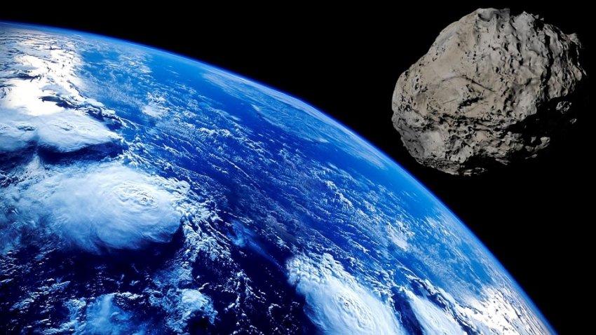 Огромный объект тащит к Земле облако зеленых метеоритов