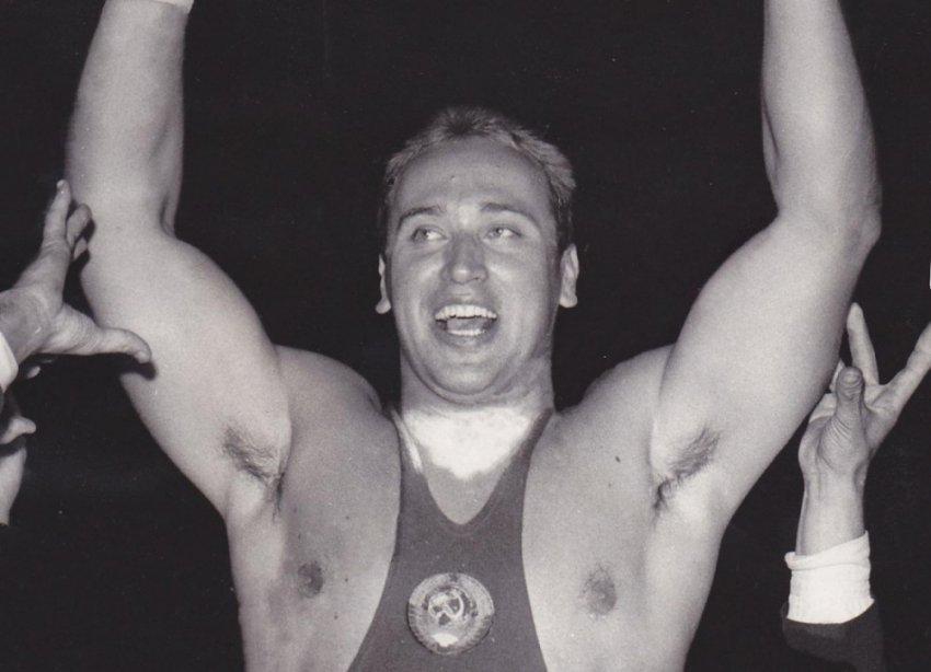 «Железный» Власов — самый сильный тяжелый атлет