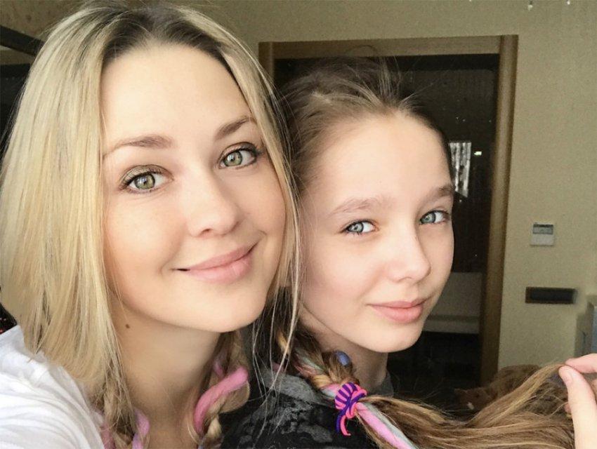 Дочь Началовой обратилась к умершей маме со сцены