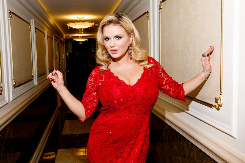 Анна Семенович опубликовала новый снимок без макияжа