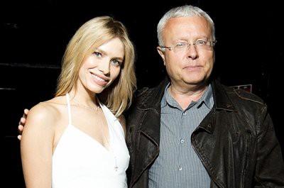 Елена Перминова в коротком черном платье украсила обложку журнала BAZAAR