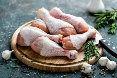 Врачи рекомендуют не мыть курицу перед приготовлением