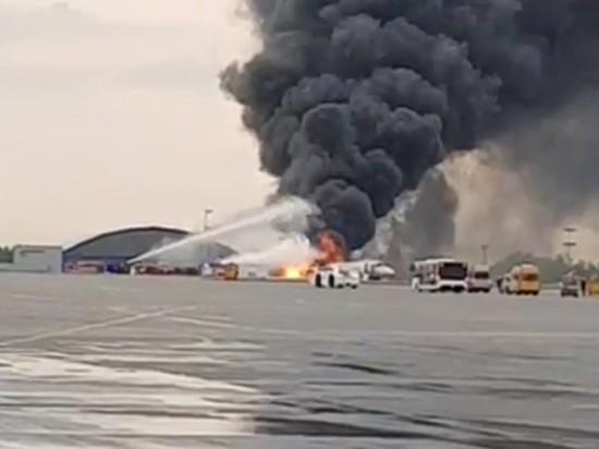 Британских читателей восхитила храбрость стюардессы, спасшей пассажиров SSJ-100